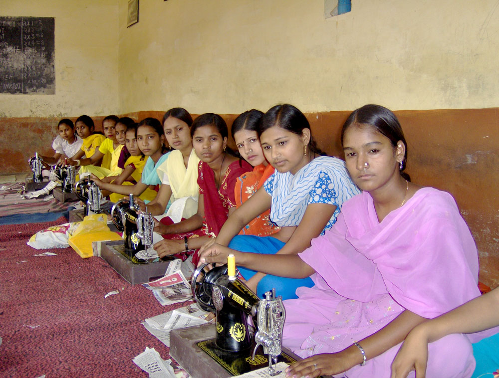 india-schools-sewing-02.jpg