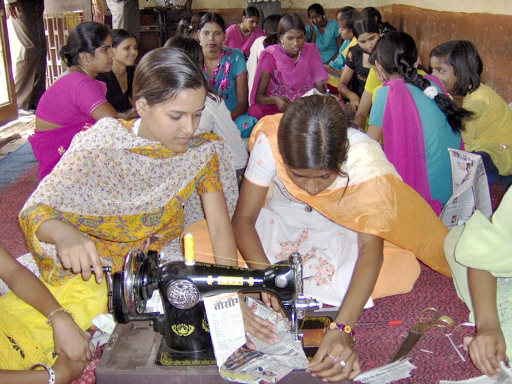 india-schools-sewing-03.jpg